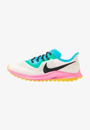 AIR ZOOM PEGASUS 36  - Chaussures de running - light orewood brown/black/pink blast