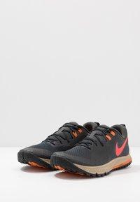 Nike Performance - AIR ZOOM WILDHORSE 5 - Zapatillas de trail running - dark smoke grey/laser crimson/black/magma orange/khaki - 2