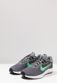 Nike Performance - DOWNSHIFTER 9 - Zapatillas de running neutras - cool grey/electro green/anthracite/black - 2