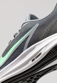 Nike Performance - DOWNSHIFTER 9 - Zapatillas de running neutras - cool grey/electro green/anthracite/black - 5