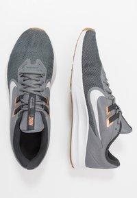 Nike Performance - DOWNSHIFTER 9 - Zapatillas de running neutras - smoke grey/photon dust/dark smoke grey/metallic copper/medium brown/particle grey - 1