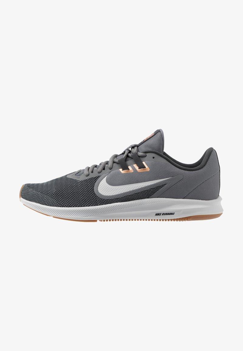 Nike Performance - DOWNSHIFTER 9 - Zapatillas de running neutras - smoke grey/photon dust/dark smoke grey/metallic copper/medium brown/particle grey