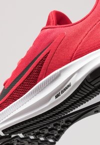 Nike Performance - DOWNSHIFTER 9 - Neutrala löparskor - gym red/black/university red/white - 5