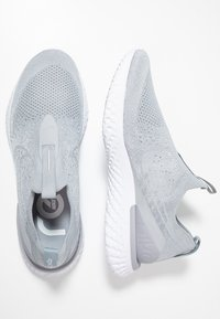 Nike Performance - EPIC PHANTOM REACT FK - Neutrala löparskor - wolf grey/white - 1