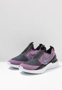 Nike Performance - EPIC PHANTOM REACT FK - Chaussures de running neutres - black/university red/hyper jade - 2