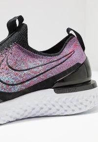 Nike Performance - EPIC PHANTOM REACT FK - Chaussures de running neutres - black/university red/hyper jade - 5