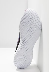 Nike Performance - EPIC PHANTOM REACT FK - Chaussures de running neutres - black/university red/hyper jade - 4