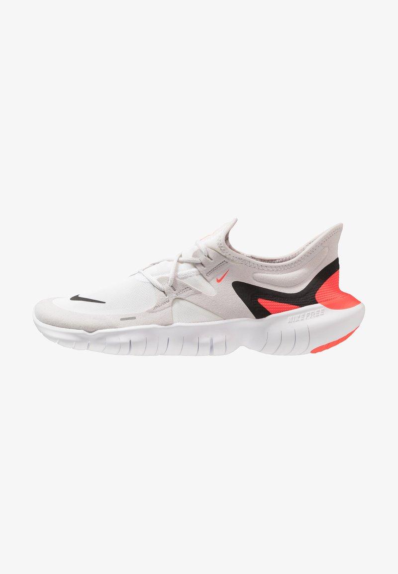 Nike Performance - FREE RN 5.0 - Løbesko - vast grey/black/white/bright crimson