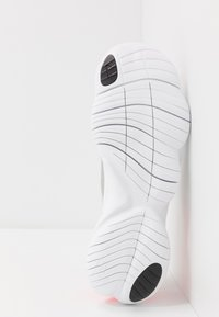 Nike Performance - FREE RN 5.0 - Minimalist running shoes - photon dust/white/light smoke grey - 4