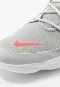 Nike Performance - FREE RN 5.0 - Minimalist running shoes - photon dust/white/light smoke grey - 5