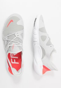Nike Performance - FREE RN 5.0 - Minimalist running shoes - photon dust/white/light smoke grey - 1