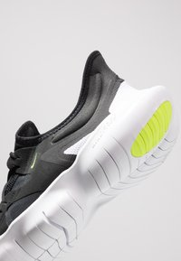 Nike Performance - FREE RN 5.0 - Minimalist running shoes - black/white/anthracite/volt - 5