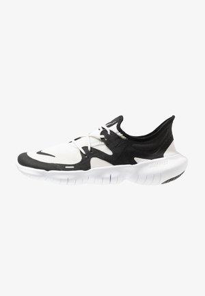 FREE RN 5.0 - Zapatillas running neutras - white/black