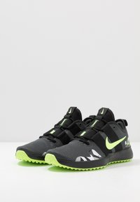 Nike Performance - VARSITY COMPETE TRAINER 2 - Trainings-/Fitnessschuh - black/ghost green/smoke grey/dark smoke grey/photon dust/sapphire - 2