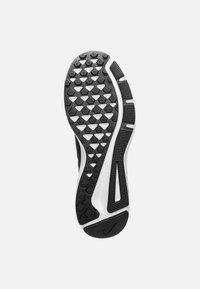 Nike Performance - QUEST - Scarpe running neutre - black - 4