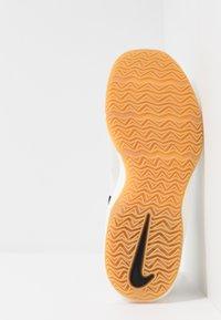 Nike Performance - AIR MAX INFURIATE III LOW - Obuwie do koszykówki - phantom/black/wolf grey/light brown/volt - 4