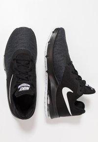Nike Performance - AIR MAX INFURIATE III LOW - Indoorskor - black/white/dark grey - 1