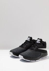 Nike Performance - AIR MAX INFURIATE III LOW - Indoorskor - black/white/dark grey - 2