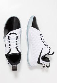 Nike Performance - LEBRON WITNESS III PRM - Obuwie do koszykówki - white/black/oxygen purple - 1