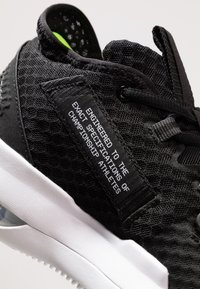 Nike Performance - AIR FORCE MAX LOW - Basketbalschoenen - black/white/volt - 5
