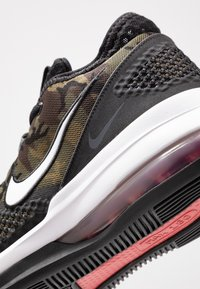 Nike Performance - AIR FORCE MAX LOW - Basketball shoes - black/white/university red - 5