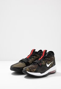 Nike Performance - AIR FORCE MAX LOW - Basketball shoes - black/white/university red - 2
