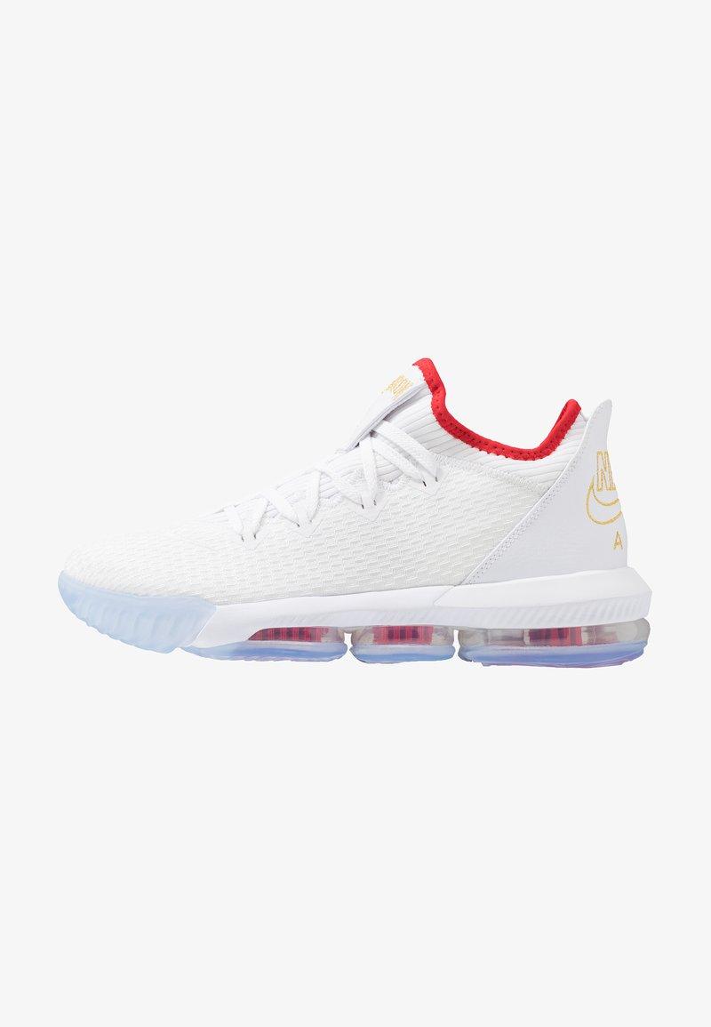 Nike Performance - LEBRON XVI LOW - Basketsko - white/metallic gold/university red