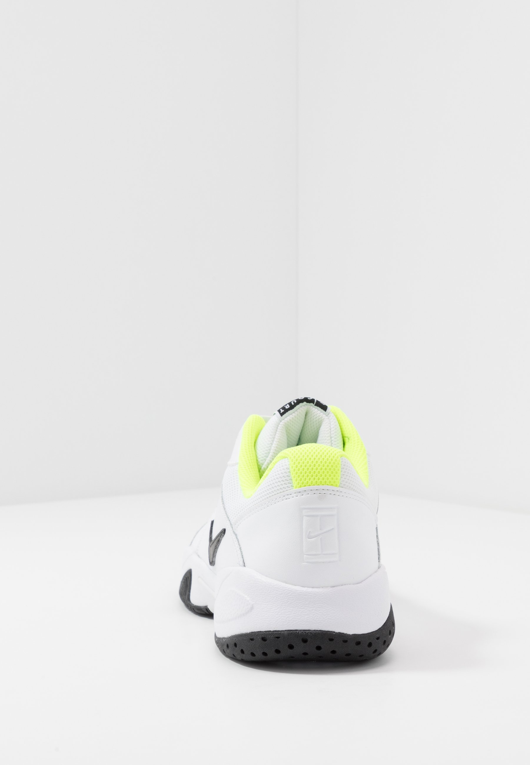 Nike Performance COURT LITE 2 - Tennissko til multicourt - white/black/volt