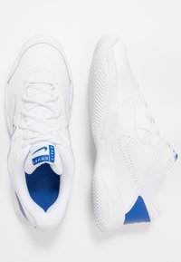 Nike Performance - COURT LITE 2 - Tennissko til grusbane - white/game royal/flash crimson - 1