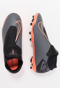 Nike Performance - PHANTOM VSN ACADEMY DF FG/MG - Voetbalschoenen met kunststof noppen - dark grey/bright mango/black - 1