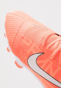 Nike Performance - PHANTOM ACADEMY - Voetbalschoenen met kunststof noppen - bright mango/white/orange pulse/anthracite - 5