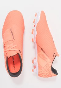 Nike Performance - PHANTOM ACADEMY - Voetbalschoenen met kunststof noppen - bright mango/white/orange pulse/anthracite - 1