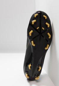 Nike Performance - PHANTOM ACADEMY - Chaussures de foot à crampons - black/metallic vivid gold - 4