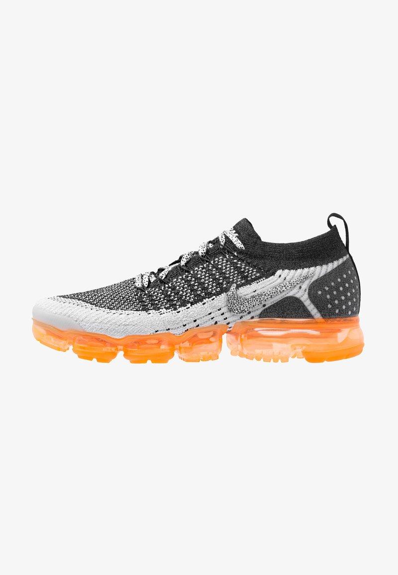 Nike Performance - AIR VAPORMAX FLYKNIT 2 SAFARI - Hardloopschoenen neutraal - white/black/total orange/wolf grey/pure platinum