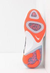 Nike Performance - JOYRIDE RUN FK - Neutrala löparskor - dark grey/bright crimson/pure platinum - 4