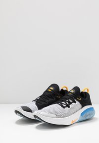 Nike Performance - JOYRIDE RUN FK - Juoksukenkä/neutraalit - black/laser orange/white/universe blue - 2