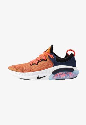 JOYRIDE RUN FK - Obuwie do biegania treningowe - magma orange/black/midnight navy/laser crimson/hyper crimson/white