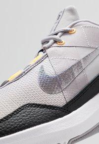 Nike Performance - AIR MAX ALPHA TRAINER 2 - Gym- & träningskor - atmosphere grey/metallic dark grey/vast grey/laser orange - 5