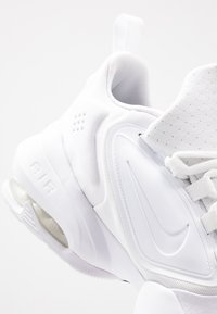 Nike Performance - AIR MAX ALPHA SAVAGE - Gym- & träningskor - white/black - 5
