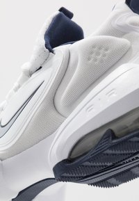 Nike Performance - AIR MAX ALPHA SAVAGE - Trainings-/Fitnessschuh - white/wolf grey/midnight navy - 5