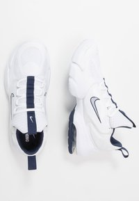 Nike Performance - AIR MAX ALPHA SAVAGE - Trainings-/Fitnessschuh - white/wolf grey/midnight navy - 1