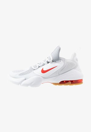 AIR MAX ALPHA SAVAGE - Zapatillas de entrenamiento - wolf grey/habanero red/pure platinum/white