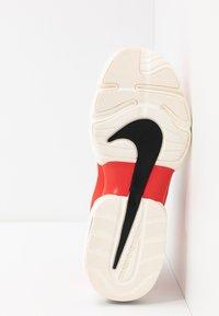 Nike Performance - AIR MAX ALPHA SAVAGE - Zapatillas de entrenamiento - habanero/black/pale ivory - 4
