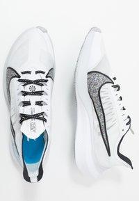 Nike Performance - ZOOM GRAVITY - Zapatillas de running neutras - white/multicolor/pure platinum - 1