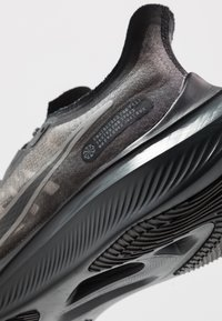 Nike Performance - NIKE ZOOM GRAVITY - Neutral running shoes - black/anthracite/metallic pewter/cool grey - 5