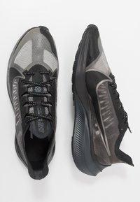 Nike Performance - NIKE ZOOM GRAVITY - Neutral running shoes - black/anthracite/metallic pewter/cool grey - 1