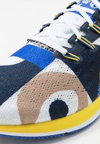 Nike Performance - AIR ZOOM PEGASUS 36 CODY - Laufschuh Neutral - hyper royal/chrome yellow/white/obsidian - 6