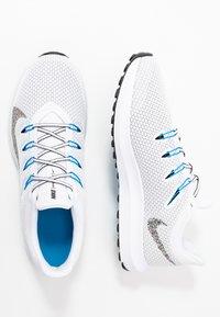Nike Performance - QUEST 2 - Zapatillas de running neutras - white/multicolor/blue hero - 1