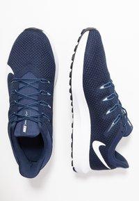 Nike Performance - QUEST 2 - Obuwie do biegania treningowe - midnight navy/white/ocean fog - 1