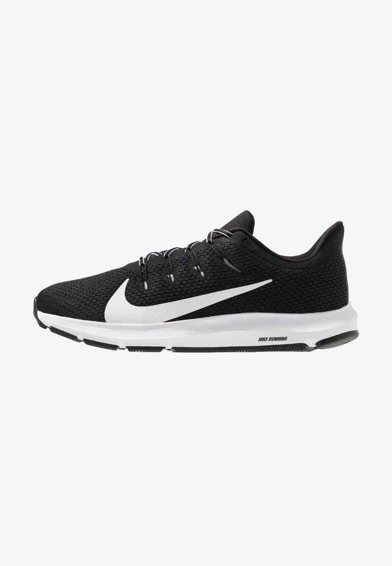 Nike Performance - QUEST 2 - Laufschuh Neutral - black/white